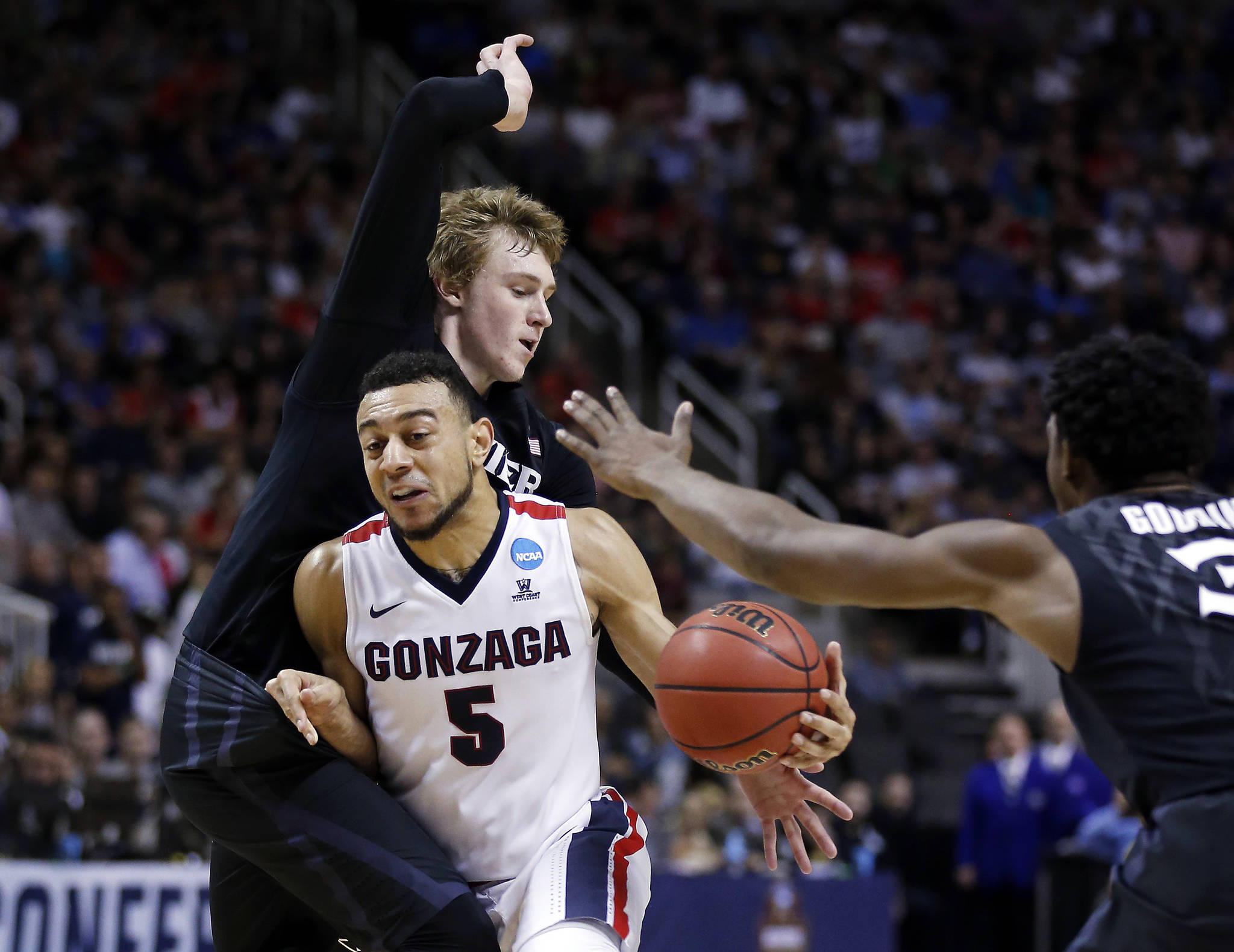 Basketball: Gonzaga into US college final