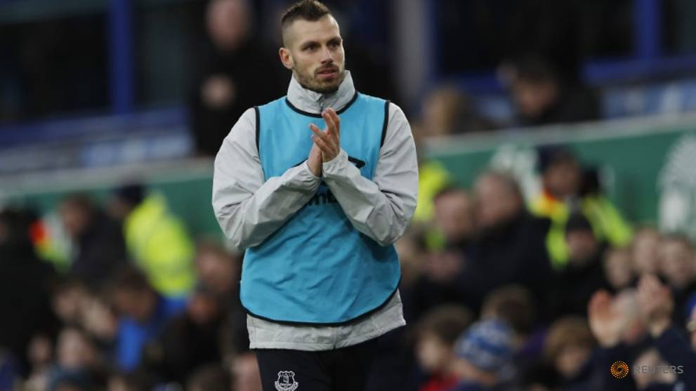 Happy Schneiderlin aiming for further improvement at Everton
