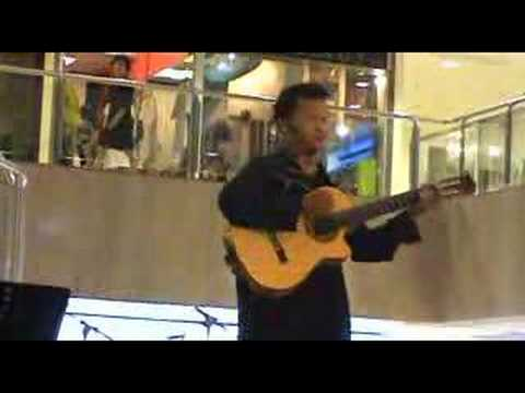 Singer at Far East Plaza: '一百万' with fantastic guitar skills!