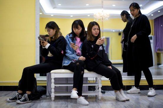 中国网信办再约谈10家平台 要求大扫除