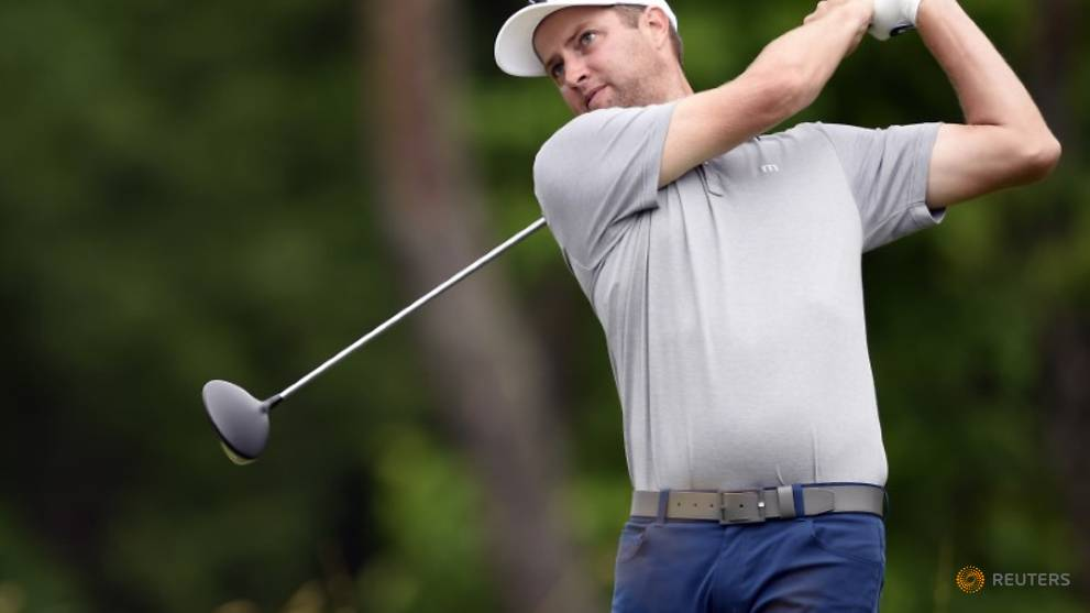 Golf - Kirk takes lead as Snedeker makes strong return from injury
