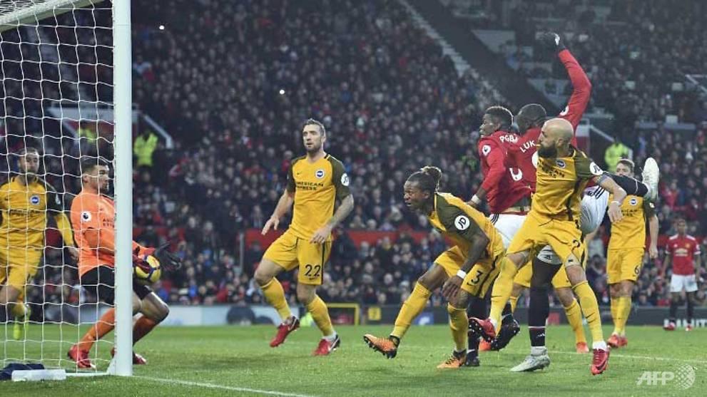Football: Manchester Utd close gap on City, Spurs held