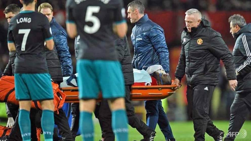 Football: Lukaku injured in United draw, Salah fires Liverpool