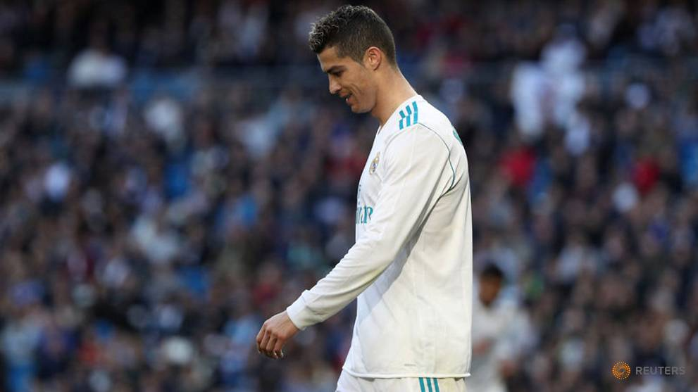 Mirror, mirror on the phone, am I still the fairest of them all? - asks bloodied Ronaldo