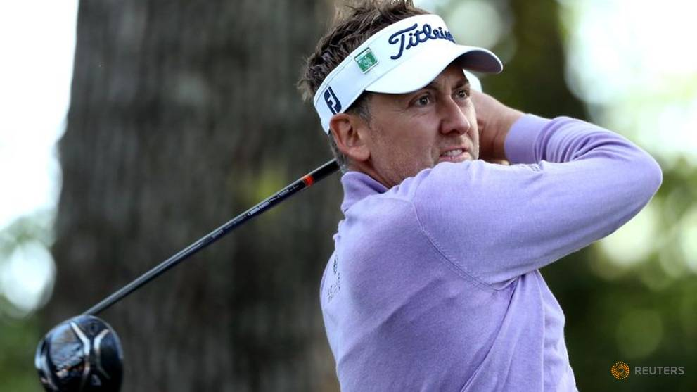 Poulter shrugs off slow play warning to make Masters cut