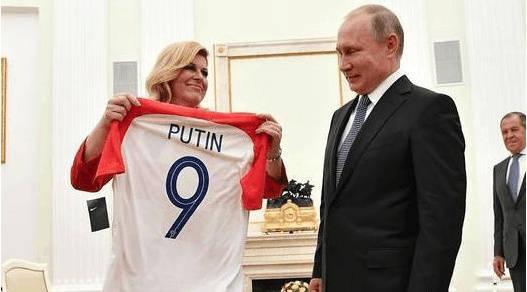 克罗地亚美女总统赠送9号球衣给普京,你知道真正原因吗?