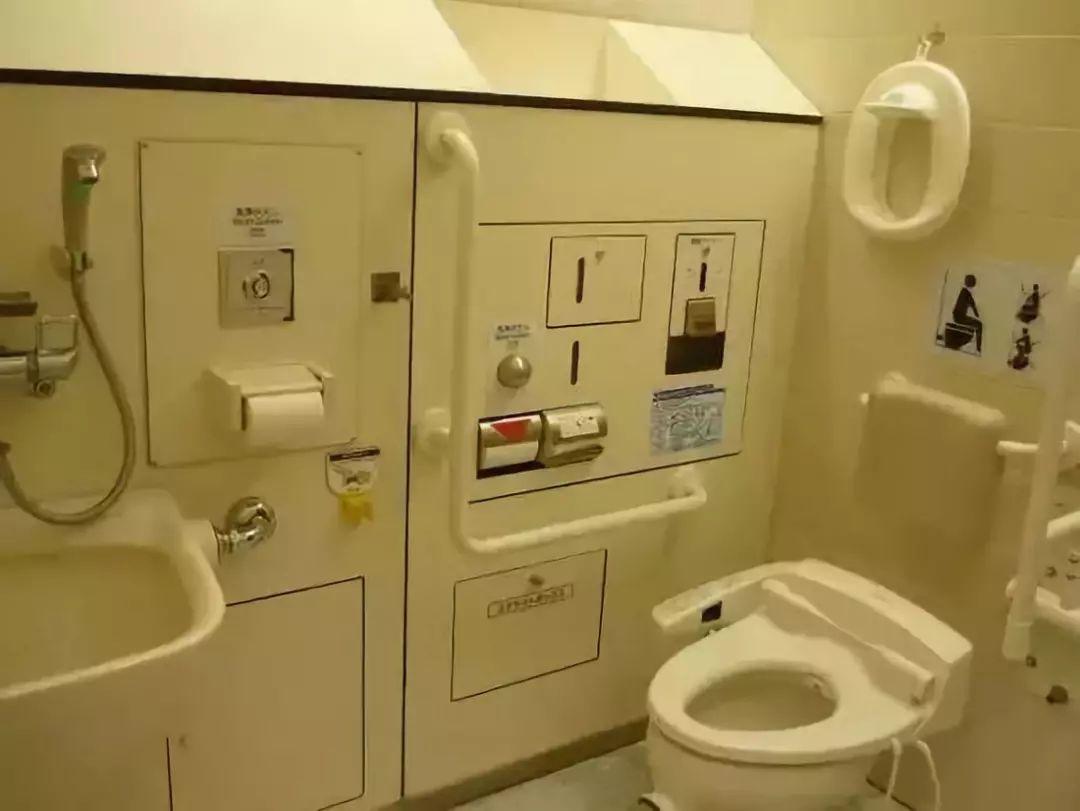 看过日本医院的厕所才知道,我们缺的不仅是一卷卫生纸...
