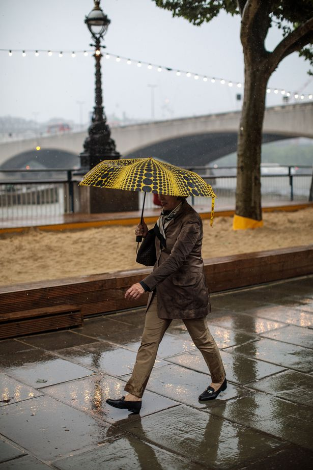 UK weather forecast: Nation braced for gales and heavy rain - Met Office issues warning