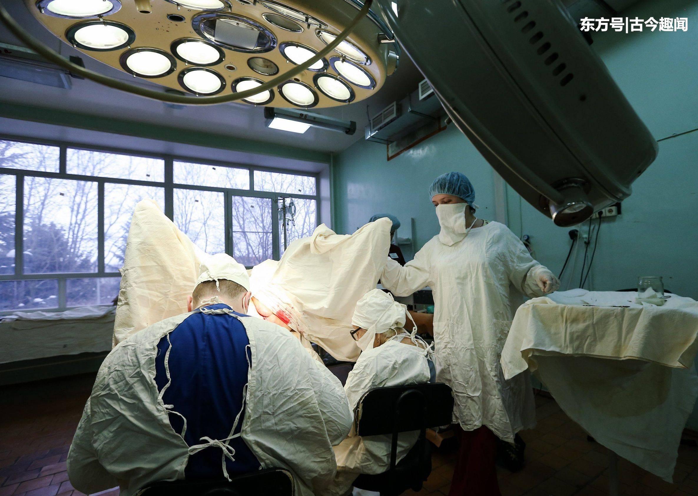俄罗斯九十岁高龄医生依然上手术台,做了一生手术,失败率为零