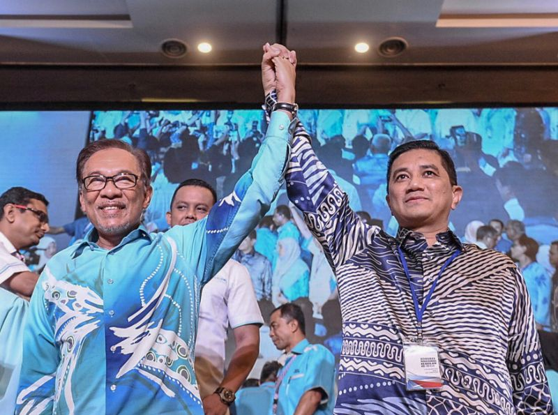 Report: Ex-PKR deputy president claims Azmin sought to exit party over tensions with Anwar