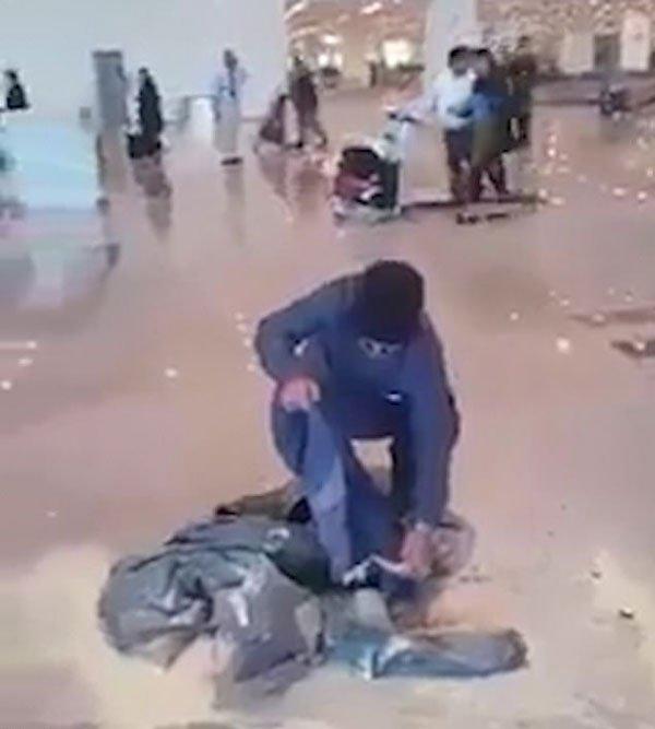 巴基斯坦航空一航班因天气恶劣停飞 乘客怒烧行李