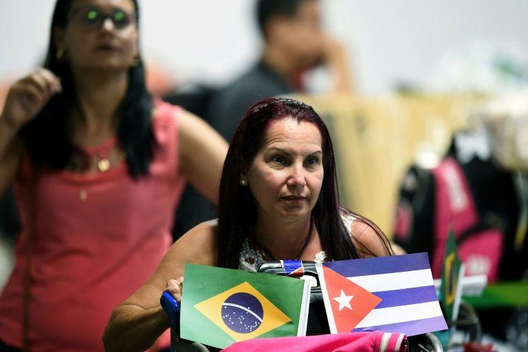 Cuba President greets returning doctors after Brazil feud
