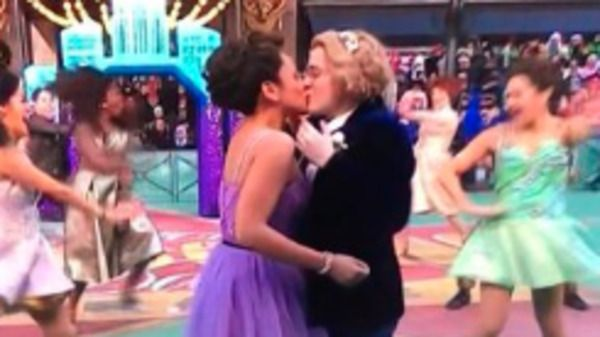 Conservative group rants about same-sex kiss at Macy's parade, Twitter reacts with love