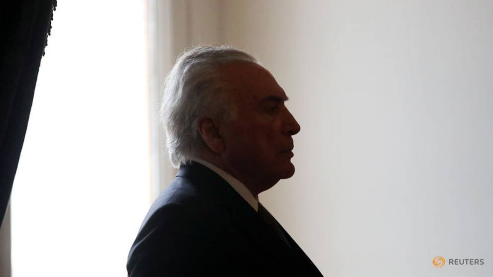 Brazil's outgoing president hikes judges' pay in setback for Bolsonaro