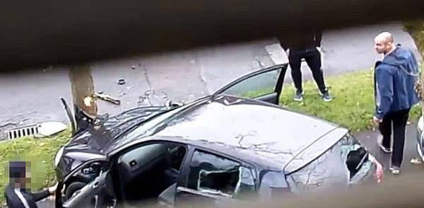 英男子偷工具开车逃跑撞树被抓到骂得狗血淋头