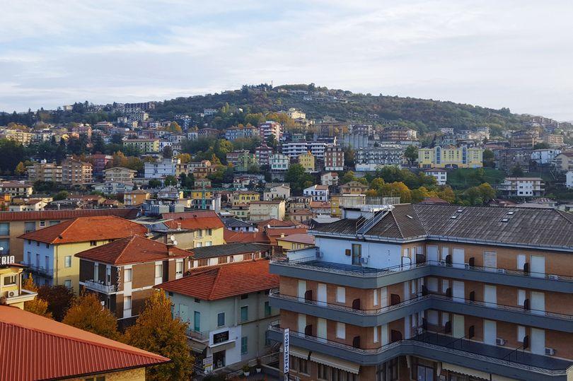 意大利一度假圣地20人被劫持