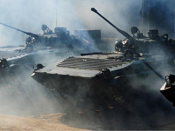 俄罗斯坦克大军压境 乌克兰面临全面战争威胁