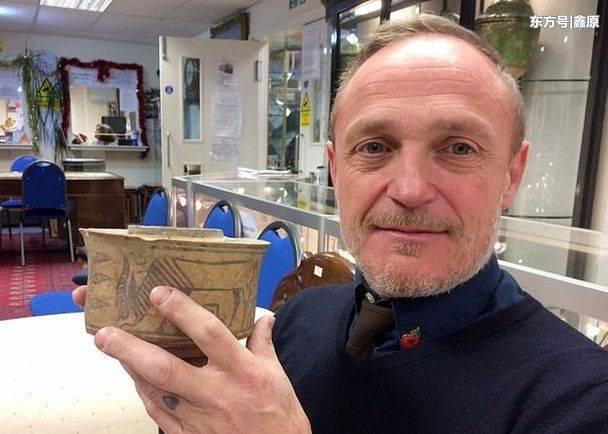 """看傻眼!男子5年前低价买下旧""""牙刷杯"""",竟是4千年前古文物!"""