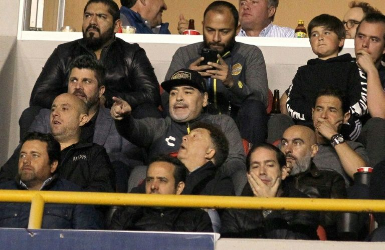 Furious Maradona hurls insults at rival fans