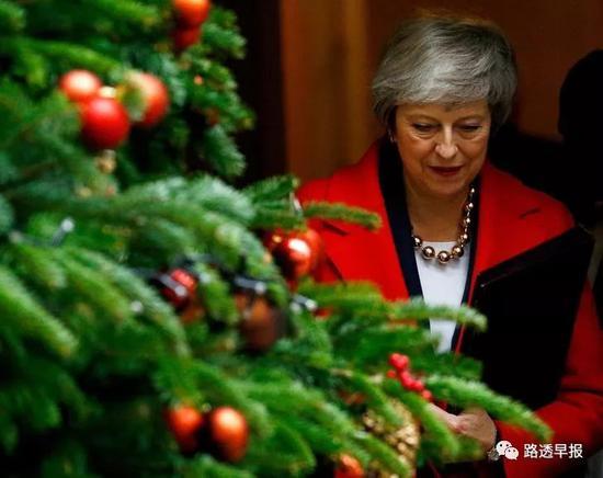 英国议会就退欧协议草案展开五天辩论 首相第一天即尴尬受挫