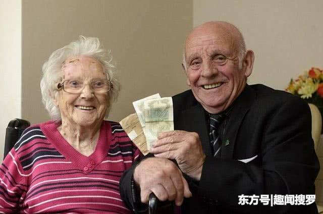 英国男子15岁时将第一笔工资交给母亲,62年后这笔钱依然还在
