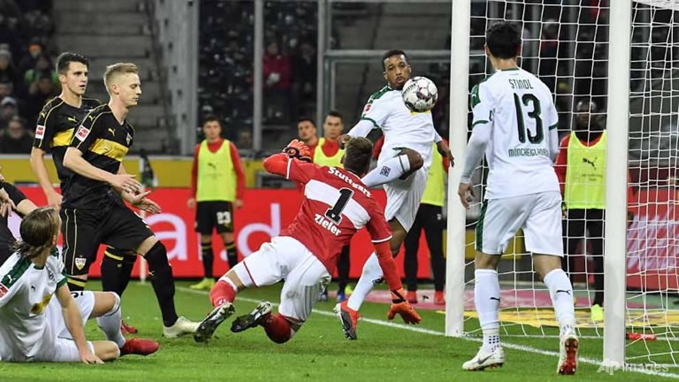 Football: Raffael sparks Gladbach past Stuttgart