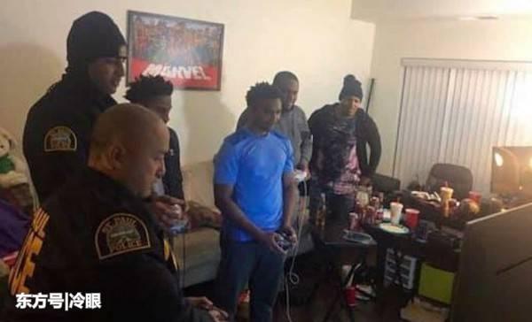 被投诉游戏噪音过大,警察找上门,结果警民一起玩起来