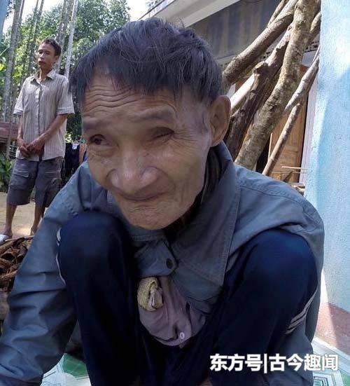 越南父子为躲避战火,搬进了与世隔绝的丛林,这一躲就是41年