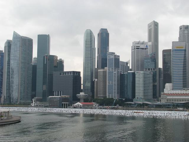 中国工人在新加坡收取1元贿赂被控