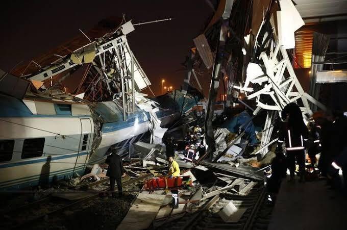 土耳其交通部:火车事故原因是其与调车机车相撞
