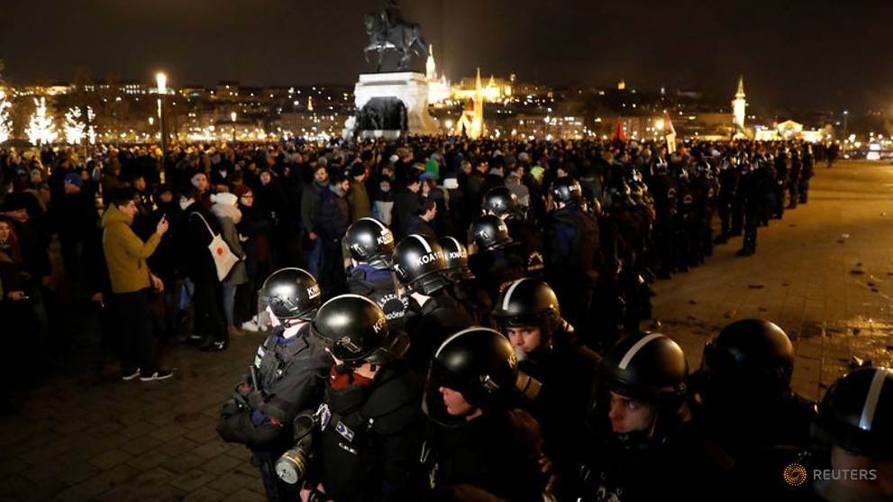 Hungarians protest at 'slave law' labour reform