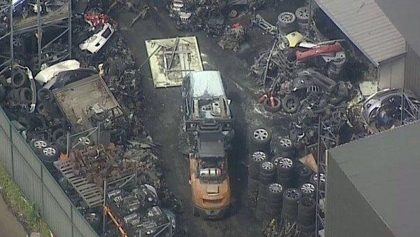 悉尼西区今晨发生爆炸!汽修厂大火已造成至少6人受伤(组图)