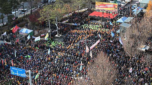 韩国10万出租司机罢工抵制拼车软件 急坏上班族