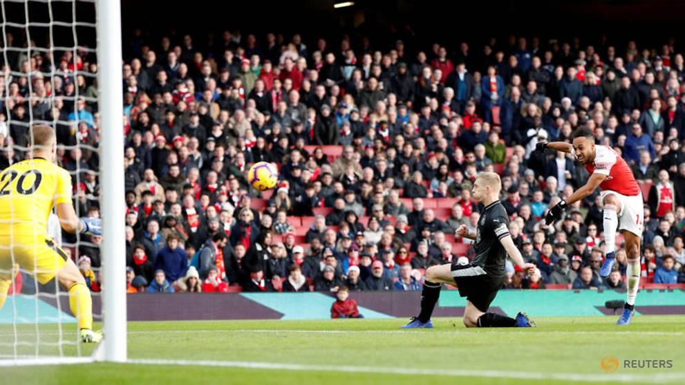 Aubameyang brace gives Arsenal win over Burnley