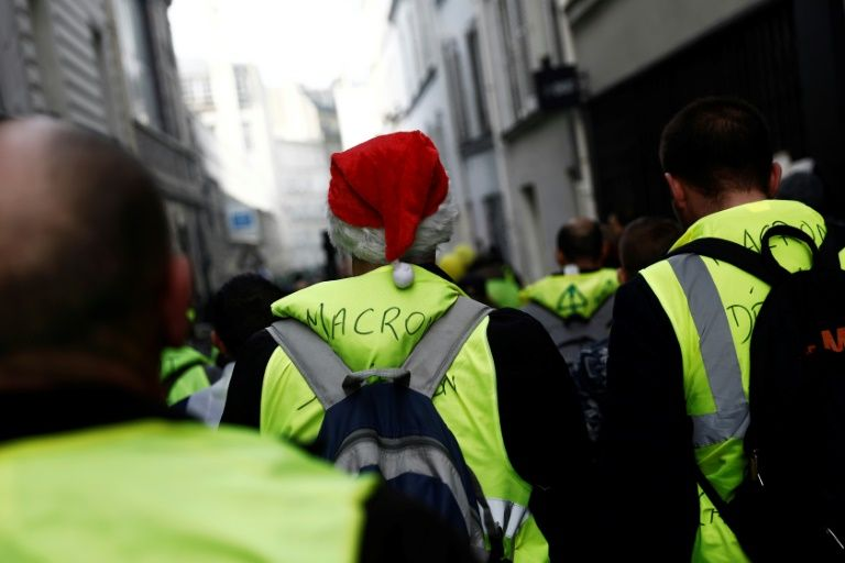 'Yellow vest' protest numbers fall in run-up to christmas