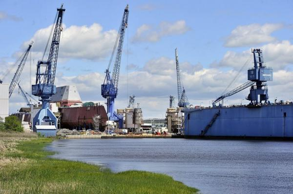 """美国海军加速造舰 一年开工3艘""""伯克3"""" (组图)"""