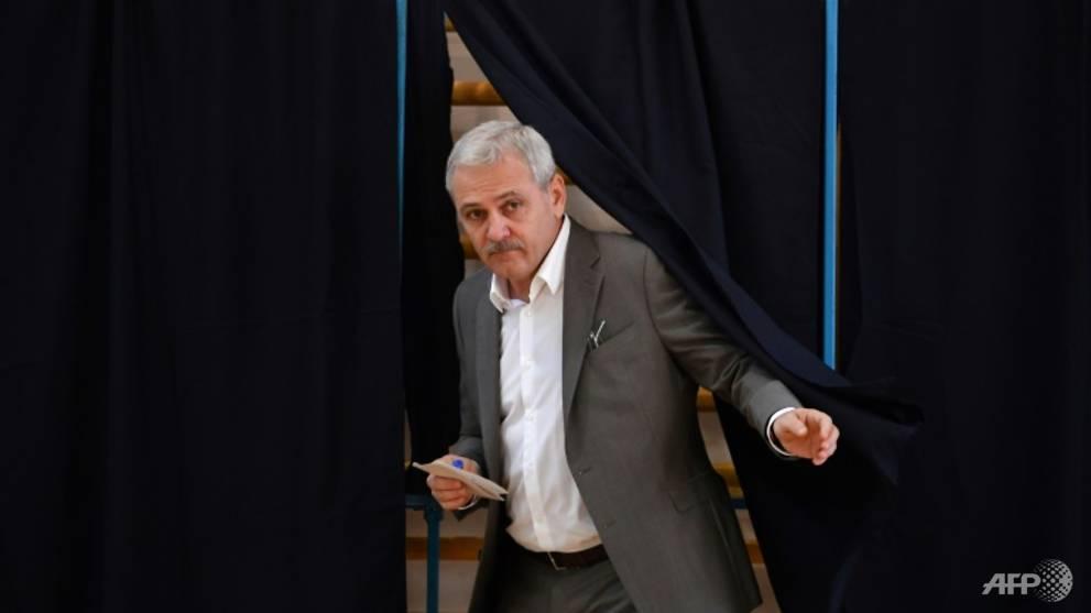 Romania politics: a tug-of-war between two powerful men