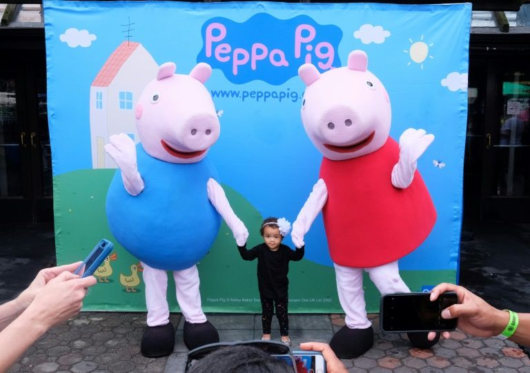"""China to mark year of the pig with """"peppa pig"""" movie"""