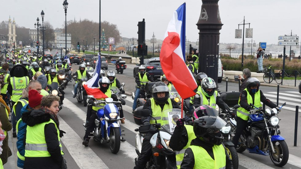 Low turnout as support wanes for France's 'yellow vest' protests
