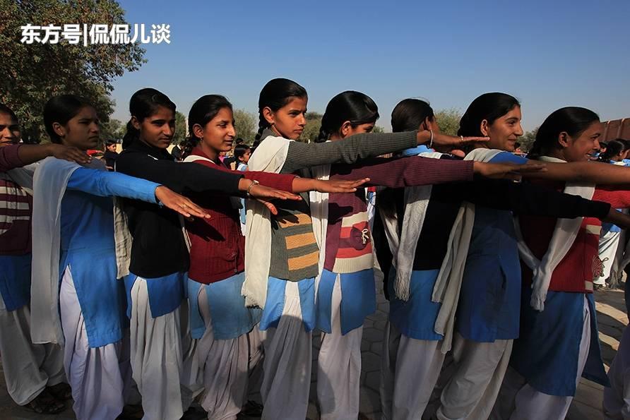 印度乡村的学校:环境简陋,但孩子的脸上挂着淳朴的笑容