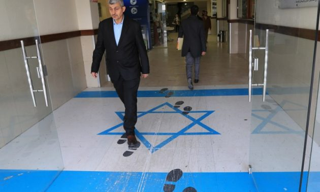 Jordanian minister angers Israel by stepping on flag