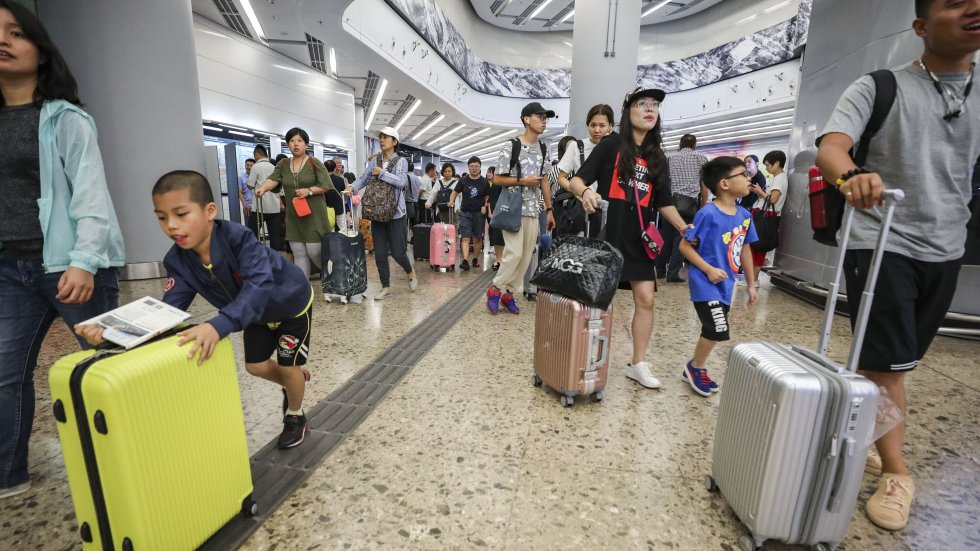 Mega bridge and high-speed rail fuel record 2.97 million mainland visitors on day trips into Hong Kong for November