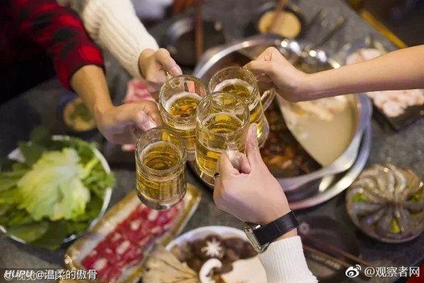 男子年会上过量饮酒死亡 家属向没喝酒的同事索赔(图)