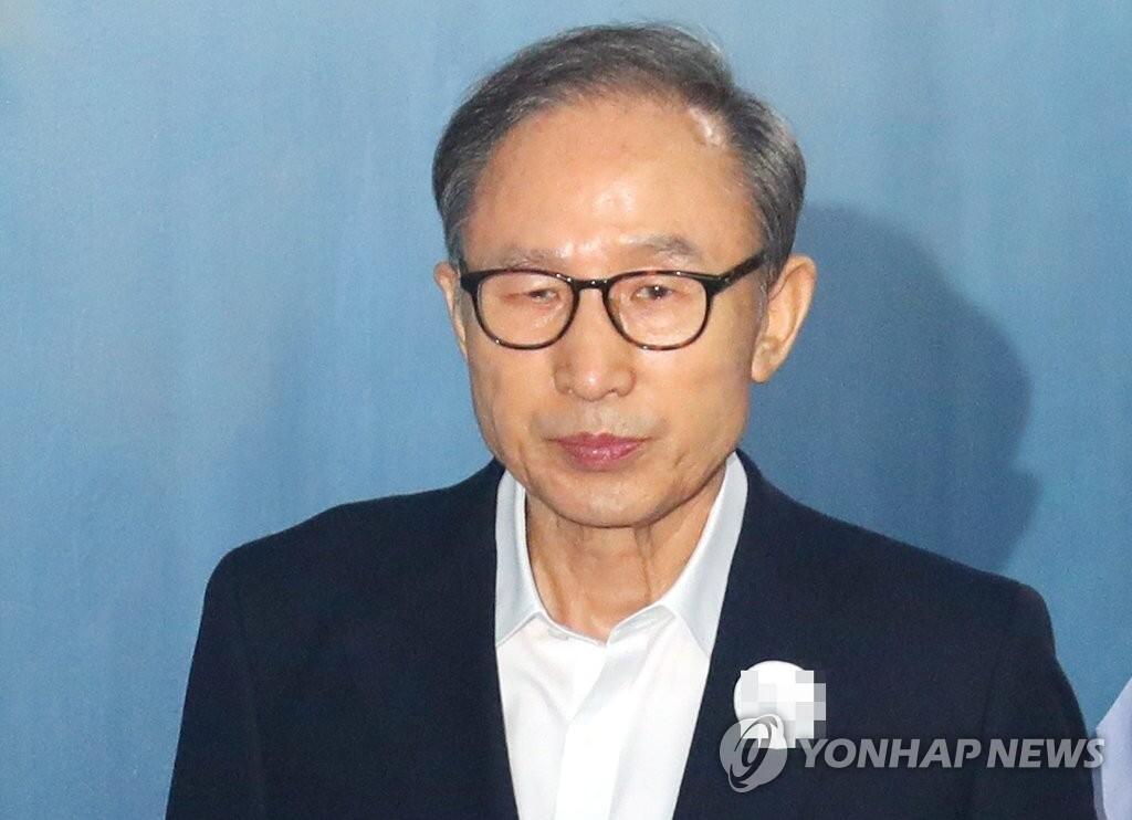 韩前总统李明博案二审开庭 韩媒:他展现无罪姿态