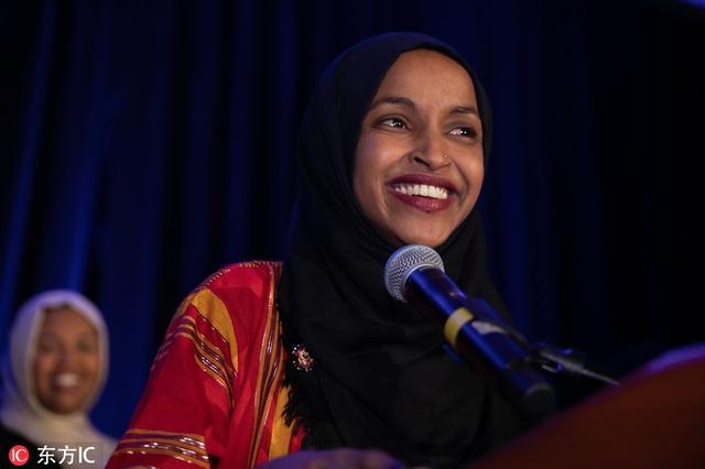 美国首位索马里裔女议员宣誓就职