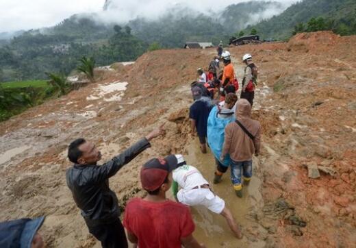 印尼西爪哇省山体滑坡搜救结束 至少32人死亡
