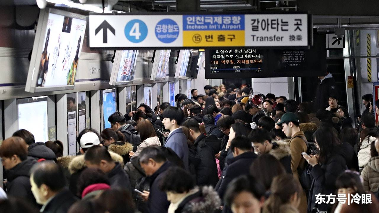 韩国地铁女子人心惶惶,有人随机刀割羽绒衣