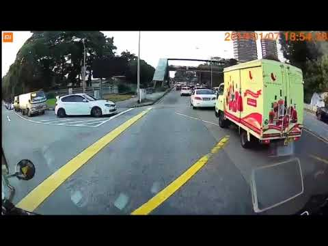 subaru imprezza cutting in front if cam tow truck, unhappy being horned at