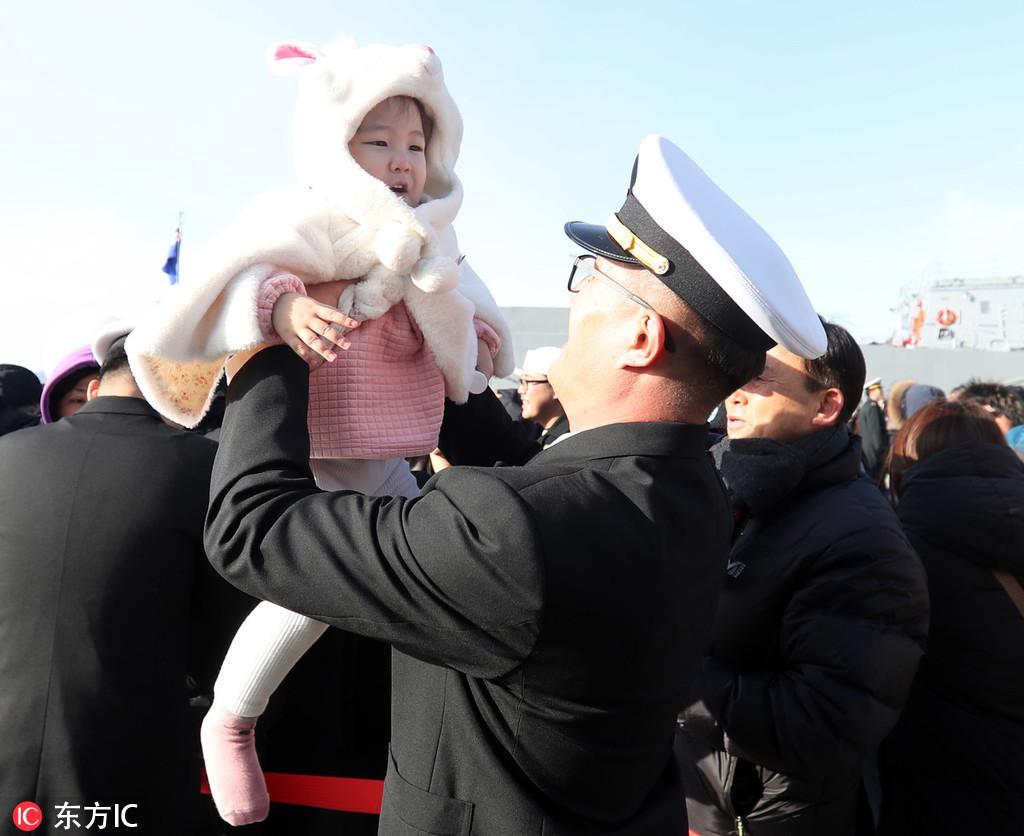 韩国清海部队回国 小萌娃与爸爸团聚激动大哭