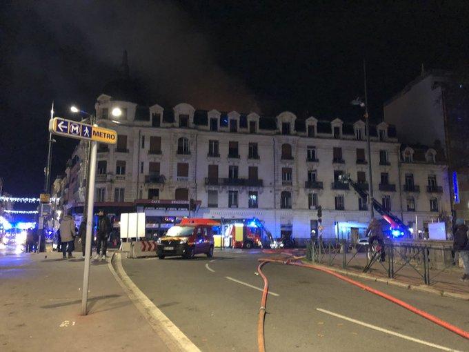 法国四层楼高公寓深夜失火 导致22人受伤